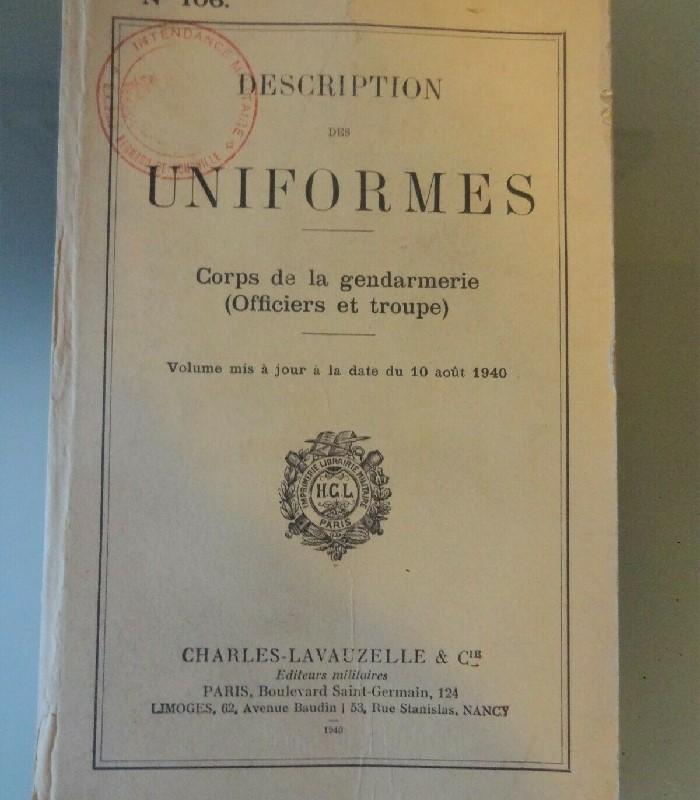 ancien livre sur uniformes gendarmerie
