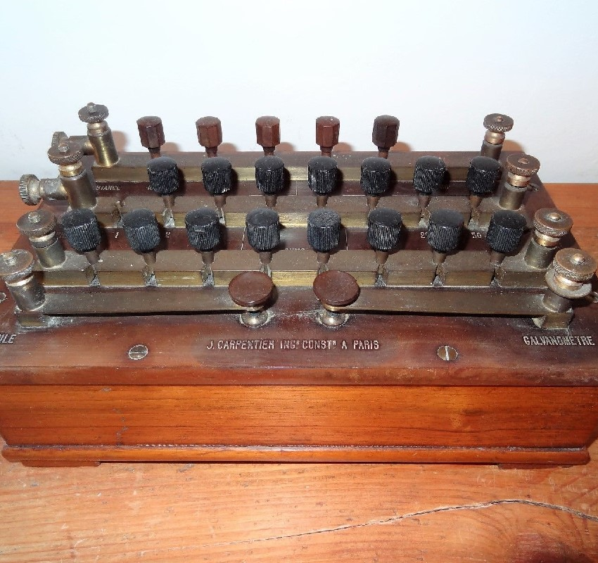 ancien galvanomètre instrument scientifique electricite