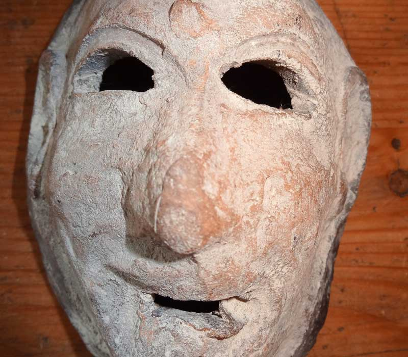 masque funéraire terre cuite