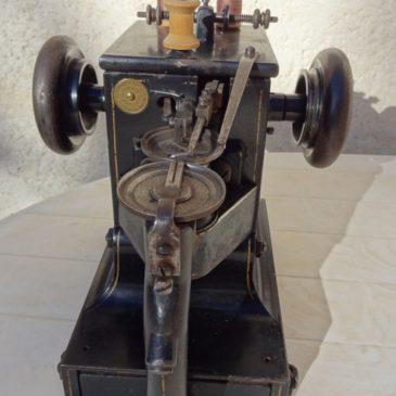 Ancienne machine à coudre – surjeteuse