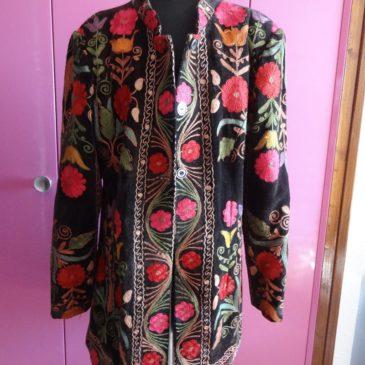 Vêtement ethnique    –    artisanat ouzbek   broderie à la main dite susani  :